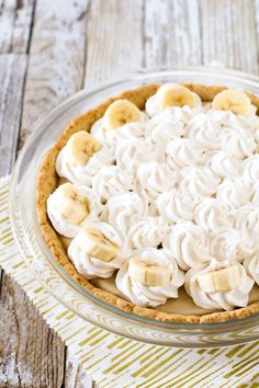Gluten Free Vegan Banana Cream Pie. Layers of dairy free vanilla pudding with slices of bananas, topped with creamy So Delicious Cocowhip!