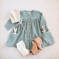 Organic cotton double gauze dress Flatlay - - Small shop Flatlay art featuring the softest button up dress with pockets perfect for little girls small treasures. – Source by Baby Girl Fashion, Fashion Kids, Toddler Fashion, Toddler Outfits, Toddler Girls, Toddler Boy Style, Womens Fashion, Outfits Niños, Kids Outfits
