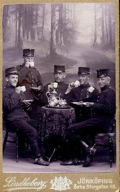 CDV of soldiers drinking tea by Lindheborg at Östra Storgatan 12, Jönköping