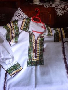 costum popular bucovina Costumes, Popular, Traditional, Romania, Clothes, Dots, Needlepoint, Embroidery, Outfits