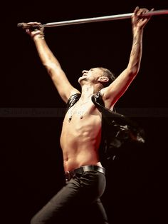 Depeche Mode - Paris 31/01/14 - © Sandie Besso                  Is there anything sexier than Dave gahan spinnin' around ?