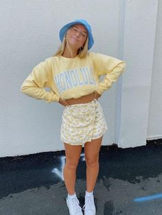 Indie Outfits, Teen Fashion Outfits, Retro Outfits, Girly Outfits, Trendy Teen Fashion, Yellow Outfits, Cute Outfits For Girls, Throwback Outfits, Fashion Teens