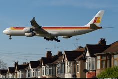 Airbus A340-642 Iberia, EC-JBA flies over a neighbourhood on final runway at London Heathrow LHR/EGLL. Photo by Peter Hulse.
