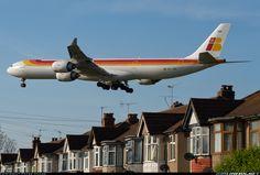 Airbus A340-642 on approach - London Heathrwo