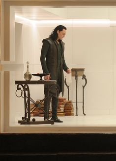 Tom Hiddleston as Loki in Thor: The Dark World. Source: Jay Maidment (Via: https://twitter.com/hiddles_info_kr/status/884074113483939840 )