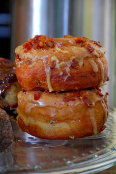 """Specialty donuts — like maple bacon or Fruity Pebbles — at <a href=""""http://go.redirectingat.com?id=74679X1524629&sref=https%3A%2F%2Fwww.buzzfeed.com%2Fmelissaharrison%2Fbest-cheap-eats-in-los-angeles&url=http%3A%2F%2Fcadonuts.com%2F&xcust=https%3A%2F%2Fwww.buzzfeed.com%2Fmelissaharrison%2Fbest-cheap-eats-in-los-angeles%7CBFLITE&xs=1"""" target=""""_blank"""">California Donuts</a>."""
