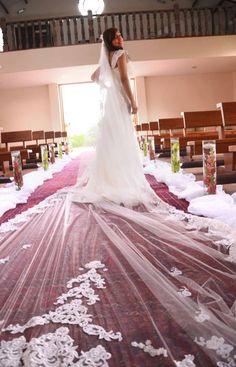 Velo tipo Catedral de 4 metros de largo, con estampados de encaje, peineta metálica. También las puedes encontrar en http://www.matrimonio.com.co/accesorios-novia/velos-y-novias-lularte--e108419     Cel. 3007273559 – Tel .8219282
