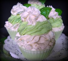 This cute cupcake is scented with a fresh lime fragrance with hints of lemon rinds and fresh greenery and topped off with body safe glitter and a