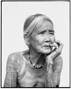 The World's Best Tattoos Just Might Be Centuries Old La dernière femme Kalinga tatouée. © Jake Verzosa.