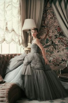 Sophie Malgat wearing a Dior evening dress. Photographer Mark Shaw. Vintage Dior, Vintage Gowns, Vintage Glamour, Vintage Couture, Vintage Outfits, Vintage Green, Vintage Clothing, 50s Glamour, Dress Vintage
