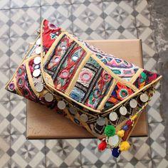 ANJUNA by NAWERI 119€ Boho clutch made from antique embroidered fabrics with a removable strap. Pochette confectionnée à partir de tissus brodés antiques. Chaîne amovible. Modèle unique.