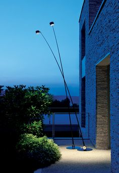 Designed by Enzo Calabrese Davide Groppi, Sampei Outdoor is a floor lamp for outdoor use made in metal and fiberglass. Outdoor Floor Lamps, Outdoor Flooring, Outdoor Lighting, Porch Lighting, Unique Lighting, Lighting Ideas, Garden Floor, Luz Natural, Exterior Lighting