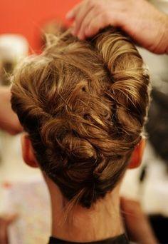 Banane rock : coiffure chignon - Chignon coiffure - Coiffure cheveux : coiffure femme - Tendances coiffures automne hiver 2010-2011 -