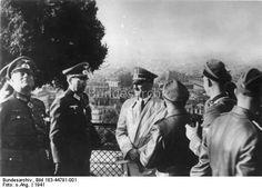 Adolf Hitler besichtigt nach der Besetzung Frankreichs durch die deutschen faschistischen Truppen 1940 Paris. U.B.z.: von links nach rechts: Generaloberst Wilhelm Keitel, Oberst Dr. Hans Speidel, Adolf Hitler, auf dem Montmartre in Paris.