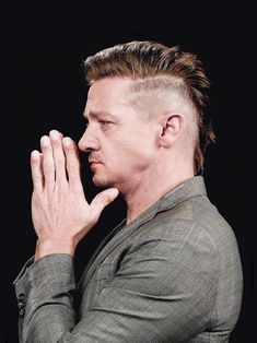Jeremy Renner is my one and only, what else x'): Photo Football Hairstyles, Mohawk Hairstyles Men, Haircuts For Men, Jeremy Renner, Boys Fade Haircut, Long Hair Beard, Beard Fade, Mullet Hairstyle, American Hustle