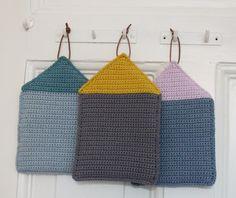 MÅ bare have de her grydelapper i mit nye køkken! Tak til TUSINDFRYD for… Potholder Patterns, Crochet Potholders, Crochet Patterns, Diy Crochet And Knitting, Love Crochet, Knitting Projects, Crochet Projects, Crochet Home Decor, Crochet Kitchen