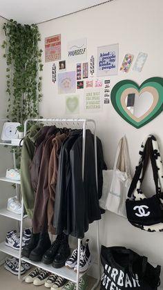 Indie Room Decor, Cute Bedroom Decor, Room Design Bedroom, Room Ideas Bedroom, Bedroom Inspo, Indie Bedroom, Study Room Decor, Chambre Indie, Pastel Room