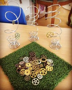 Fun fine motor activity for your older ones, polishing pennies! Just need vinegar, salt, and pennies :) Reggio Emilia, Eyfs Activities, Motor Activities, Nursery Activities, Indoor Activities, Classroom Activities, Classroom Ideas, Curiosity Approach Eyfs, Prewriting Skills
