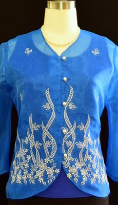 Delicate embroidery create a remarkably feminine aesthetic in our button-front blouse. Barong Tagalog, Filipiniana Dress, Line Shopping, Well Dressed, Feminine, Suits, Stylish, Lady, Sweaters
