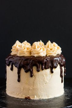 30 Beautiful Vegan Birthday Cake Recipes For Super Celebrations - Eluxe Magazine #vegancakes #veganbirthdaycakes #veganbirthdays