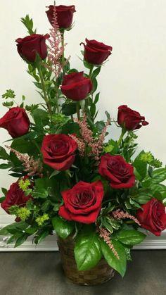 Selecting The Flower Arrangement For Church Weddings – Bridezilla Flowers Valentine's Day Flower Arrangements, Altar Flowers, Silk Floral Arrangements, Church Flowers, Faux Flowers, Silk Flowers, Beautiful Rose Flowers, Valentines Flowers, Deco Floral