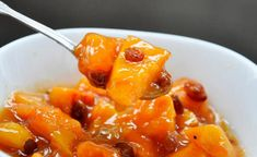 This stewed quince dessert is the best way of cooking quinces! ➤ Quick and easy ➤ Step-by-step recipe ➤ Perfect dessert for Autumn. Fast Healthy Meals, Good Healthy Recipes, Vegetarian Recipes, Easy Meals, Amazing Recipes, Easy Recipes, Quince Dessert Recipe, Dessert Recipes, Quince Recipes