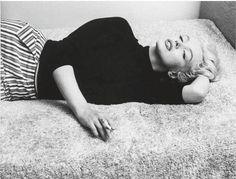 vintage everyday: Marilyn Monroe - Smoking in Bed
