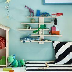 ¿Se te ocurre una forma más divertida para organizar los juguetes?  LUSTIG (€7) Display Shelves, Wall Shelves, Shelf Inspiration, Teenage Room, Ikea Home, Bed Base, Second Child, New Room, Decoration