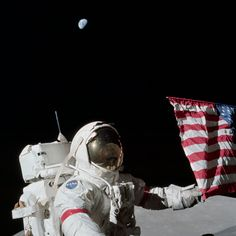 Eugene Cernan, commander of NASA& Apollo 17 lunar landing mission and the last man to walk on the moon, died Monday, Jan. He was See photos from Cernan& space missions and life in our gallery in memoriam. Programa Apollo, Eugene Cernan, Terre Plate, Apollo Moon Missions, La Colonisation, Apollo Space Program, Nasa History, Art En Ligne, Nasa Astronauts
