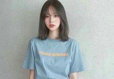 ◜ ˗ˏˋ💌ˎˊ˗ ◞ ↝@itaokayyy Ulzzang Short Hair, Asian Short Hair, Girl Short Hair, Korean Short Haircut, Medium Hair Cuts, Medium Hair Styles, Curly Hair Styles, Hairstyles With Bangs, Girl Hairstyles
