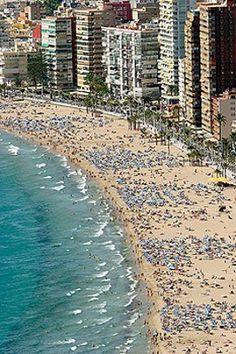 La playa de Levante. Benidorm. Costa Blanca. Provincia de Alicante. España
