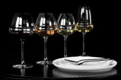 L'Art de la table by AKTUEL | Verres MUST et assiettes Vision. #AKTUEL #artdelatable #vaisselle #location #design #evenement #evenementiel #wine