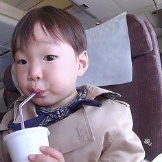 Daehan | 3doong2 Instagram Update Korean Babies, Asian Babies, Cute Kids, Cute Babies, Baby Kids, Baby Pictures, Baby Photos, Song Il Gook, Triplet Babies