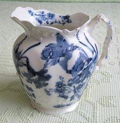 blue daffodil jug