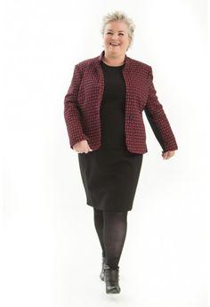 Dit jasje is een classy getailleerd model met halsboordje.