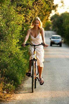 Cycle Chic - Page 86 - Australian Cycling Forums Bicycle Women, Bicycle Race, Bicycle Girl, Cycling Girls, Women's Cycling, Cycling Equipment, Cycle Chic, Outfits Damen, Bike Style
