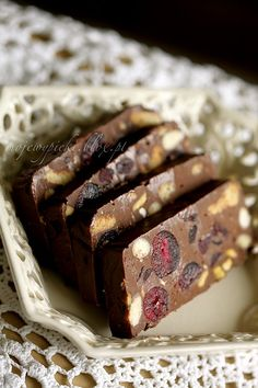 Chocolate Fruit & Nut Bars recipe < the translation is rough but it still sounds delish