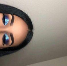 Schönes Augen Make-up Beauti MakeUp Glam Makeup, Eye Makeup Glitter, Baddie Makeup, Blue Eye Makeup, Cute Makeup, Pretty Makeup, Skin Makeup, Beauty Makeup, Navy Blue Makeup