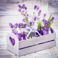 Lila Deko könnt ihr für eure Hochzeitstischdeko verwendet. Entdeckt viele Beispiele bei uns im Blog.
