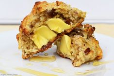 Easy Date Scones. Easy Date Scones are light and fluffy and packed full of dates. Top with butter and runny honey and you have yourself the best brunch ever. Brunch Recipes, Dessert Recipes, Baking Desserts, Yummy Recipes, Classic Scones Recipe, Date Scones, How To Make Scones, Easy Date, Kitchens