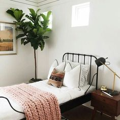 Minimalist Small Bedroom Ideas for Your Bedroom Decor Inspiration - A small master bedroom doesn't have to be a problem. Here are some beautiful bedrooms filled with great ideas for making the most of a small space. Home Bedroom, Bedroom Decor, Master Bedroom, Bedroom Ideas, Airy Bedroom, Bedroom Designs, Bedroom Black, Single Bedroom, Stylish Bedroom