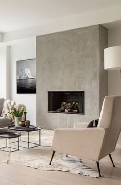 home fireplace modern - home fireplace ; home fireplace modern ; home fireplace rustic ; home fireplace ideas ; home fireplace with tv ; home fireplace stone ; home fireplace cozy ; home fireplace decor Chic Living Room, Home Fireplace, Living Room With Fireplace, Modern House, Wall Decor Living Room, Fireplace Design, House Interior, Contemporary Living Room Design, Modern Fireplace