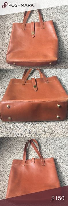 Authentic tan leather FOSSIL tote bag In good condition has minor signs of wear shown in photos. Make me an offer! Dimensions are 13W 15H Fossil Bags Totes