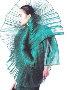 Roupas e acessórios feitos com a seda de banana: tecido exótico, natural e ecofriendly desenvolvido a partir das fibras das bananeiras.