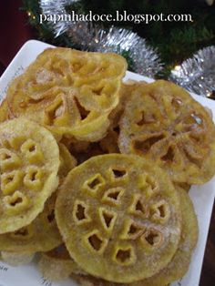Papinha Doce: Filhós de Forma Portuguese Desserts, Portuguese Food, Portuguese Recipes, Rosette Cookies, Algarve, Waffles, Portugal, Cooking Recipes, Baking
