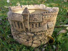 "Übertopf (Oskartopf)Blumentopf, Keramik ""26.420"" Ceramic Pinch Pots, Ceramic Plant Pots, Cement Art, Cement Crafts, Pottery Houses, Ceramic Houses, Ceramic Pottery, Ceramic Art, Clay Jar"
