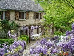 Wisteria Cottage!