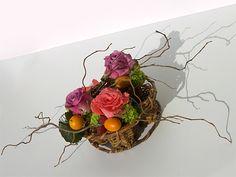 Composition nature et colorée.- Roses, renoncules et fruits.  (Mireille Renoir: Créations florales en Alsace)