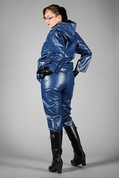 like sexe in hunter boots and waders Pvc Raincoat, Yellow Raincoat, Vynil, Shiny Days, Rain Wear, Catsuit, Hunter Boots, Fashion Boots, Riding Boots