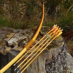 Homemade Yew longbow. Draw weigh 38 pound 190 cm. #yew #yewbow #longbow #arrows #arrow #quiver #hunter #bow #outdoors #englishwarbow #leatherwork #leather #leatherhandle #bowandarrows #diy #homemade #woodcore #wood by danishwalkabout